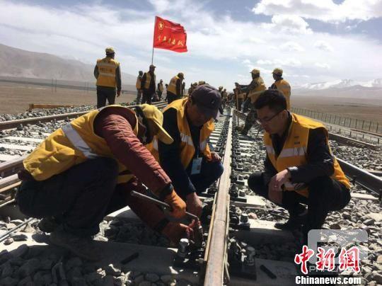 青藏铁路格拉段扩能改造完成95%